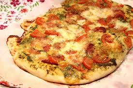 cuisiner une pizza pizza à l ail des ours chorizo et mozzarella pour ceux qui