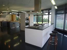 moderne kche mit kochinsel und theke weiße küche mit theke kitchen inspirations