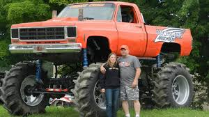 monster truck mud bogging videos the muddy news big guns u0026 ammo can mega truck feature