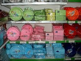 piatti e bicchieri di plastica colorati piatti carta e plastica