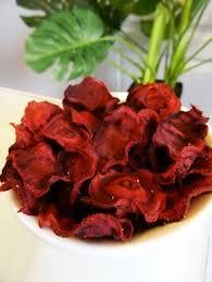 cuisiner des betteraves rouges recette paléo chips de betterave pour des apéros colorés