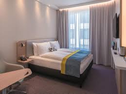 Schlafzimmer Bett M El Martin München Hotels Hauptbahnhof Holiday Inn Express Munich City West