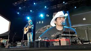 Southern Comfort Zone Brad Paisley Live Weekend Warrior Tour Welcome To The Future