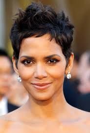 back view of halle berry hair oscar makeup secrets get halle s shimmering look halle berry