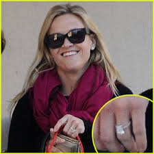 reese witherspoon engagement ring diamondideals all the details reese witherspoon s wedding day