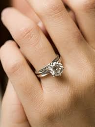 engaged ring diamond engagement ring pictures howstuffworks