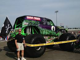 grave digger legend monster truck monster jam in lake erie speedway in pa u2013 part 1 realistic