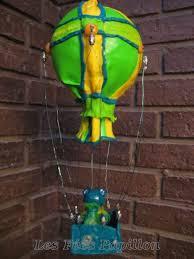 Fimo Meme - la grenouille facteur en montgolfiere verofeepapillon
