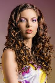 Frisuren Lange Haare Offen Locken by Lockige Festfrisur Für Lange Haare Offen Gestylt Lange Frisuren