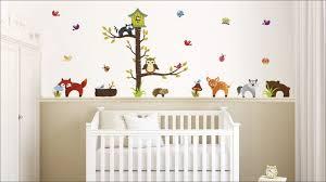 des stickers animaux dans la chambre de bébé leroy merlin