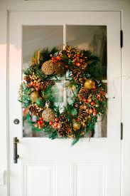 How To Decorate A Swag For Christmas 13 Outdoor Christmas Decoration Ideas Stylish Outside Christmas