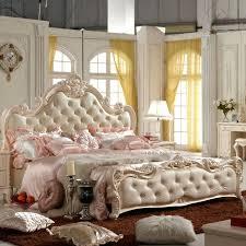 chambre baroque chambre baroque lit baroque lit pale et tapis marron