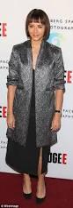 rashida jones wears a metallic blazer as at refugee exhibit in la