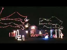 christmas light display synchronized to music 50 000 holiday lights synchronized to music 2009 christmas light