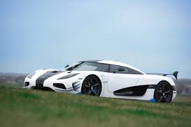 koenigsegg nurburgring koenigsegg crushes speed record video automentality com