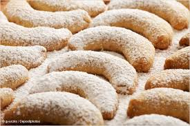 vanillekipferl almond crescents easy christmas cookie recipe
