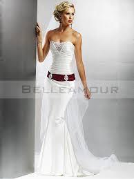 robe de mariã e grise et blanche de mariée blanc plis bustier longue traîne courte