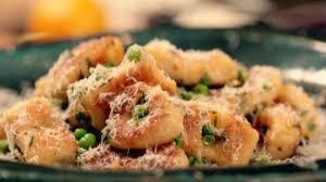 cuisiner les gnocchis les gnocchis maison selon gordon ramsay gordon ramsay les