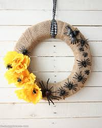 Halloween Wreath Creepy Crawly U0026 Pretty Halloween Wreath The Happy Housie