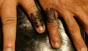 45 astounding finger tattoos slodive
