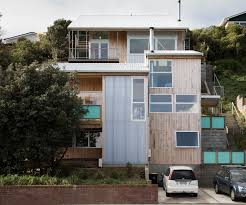 two house what two families learnt from building a house each on one site