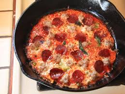 membuat pizza gang use your cast iron pan and a tortilla for extra crispy pizza in just