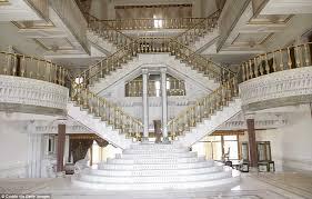 inside mara lago donald trump mansions looks the same as saddam hussein s palaces