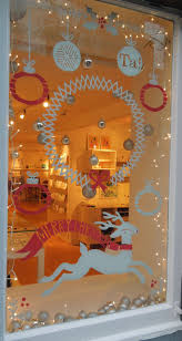 Window Christmas Decorations by Best 25 Christmas Windows Ideas On Pinterest Kitchen Xmas