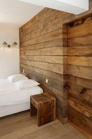 chambre ceruse chambre de villa à grimaud habillage mural en chêne rustique