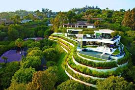 Celebrity Homes In Beverly Hills by Extravagant Contemporary Beverly Hills Mansion With Creatively