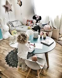 jeux de dans sa chambre la table ronde pour jouer dans sa chambre enfant la