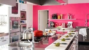 cuisine blanche mur framboise cuisine blanche mur framboise osez le dans votre cuisine