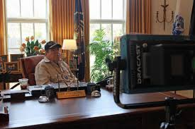 Desk In Oval Office by Cnn Steps Into Prior Lake Man U0027s Oval Office Local Swnewsmedia Com