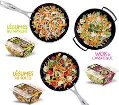 cuisiner dans un wok wok à l asiatique pousses de bambou sauce soja et sésame a vos