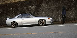 nissan skyline ken mary banned in the usa driving a skyline r32 gt r in hakone