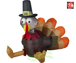 turkey wearing pilgrim hat