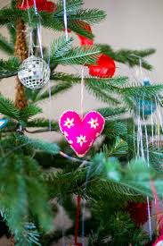 part 2 how to decorate your tree with ornaments and
