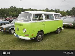 volkswagen minibus side view 1971 volkswagen vw van green side view stock photo u0026 stock images
