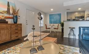 photos and video of chandelier apartments in austin tx