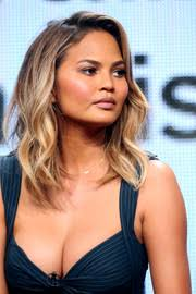 medium length piecy hair chrissy teigen shoulder length hairstyles chrissy teigen hair