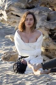 Emilia Clarke Bathtub Emilia Clarke Shows Off Her Curves As She Frolics On Malibu Beach