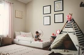chambre enfant beige idées pour aménager une chambre montessori chambre bébé