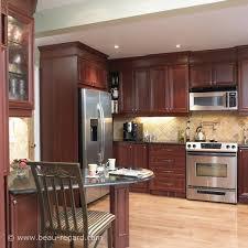 deco cuisine classique armoires de cuisine classique teinte acajou 2 idée de décoration