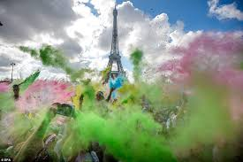 french runners cover themselves in powder as they complete paint