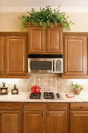 what color goes with oak cabinets oak cabinets ideas on foter