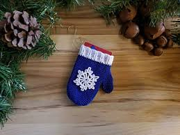 ravelry mitten ornament gift card holder pattern by erica fedor