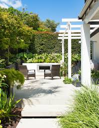 efficient and beautiful plans of lawn arrangements in courtyard