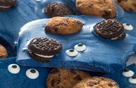 make cookie monster candy bark diycandy com
