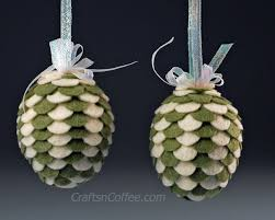what colors would you use to make felt pine cone ornaments