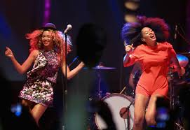 Beyonce Coachella by Beyoncé Crashes Solange U0027s Coachella Set Because That U0027s What Big
